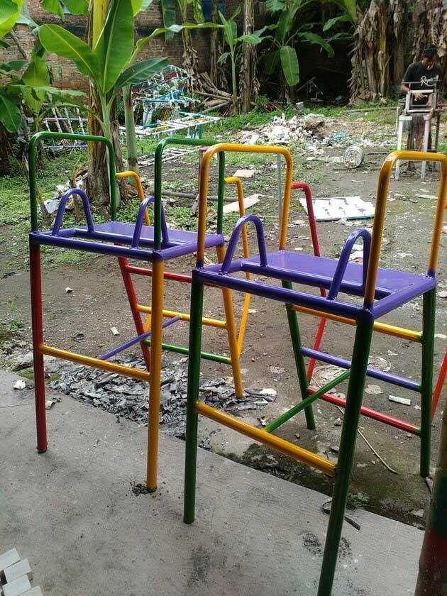 tangga besi galvanis perosotan anak